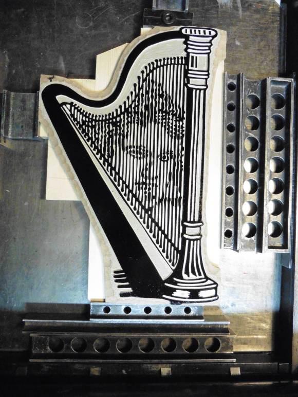 plaque harpe encrée.jpg